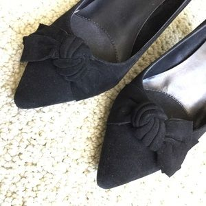 Vaneli suede tuxedo bow pumps black, LIKE NEW